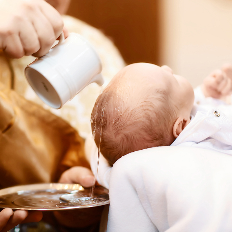 Qual o significado do óleo e da água no Batismo?