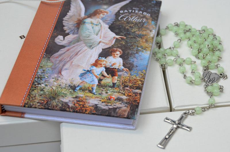 Lembrancinha para batizado, livro de orações com terço